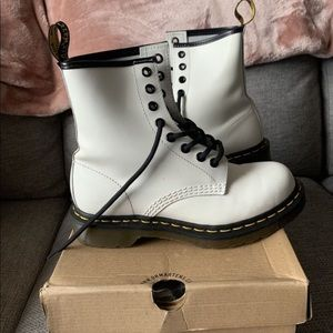 Like new! Dr martens